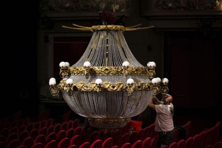 chandelier-close